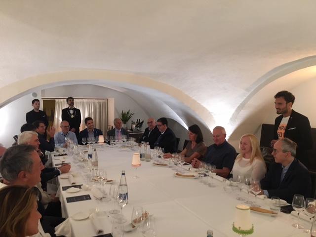 La tavola conviviale di Piazzetta Milu'