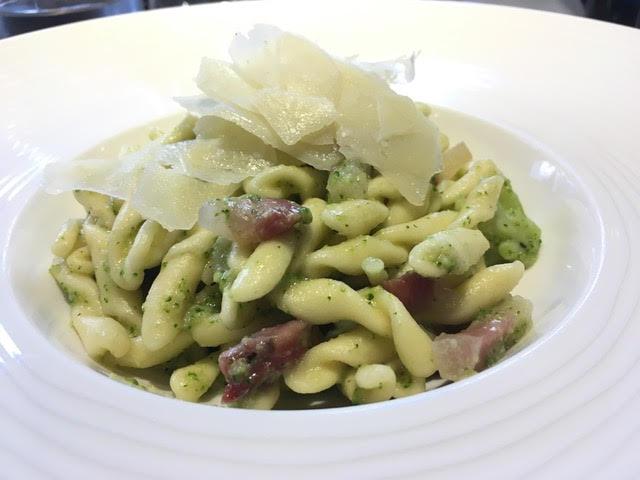Les Pommes - caserecce con broccoletti, pangrattato tostato, pecorino romano e guanciale croccante