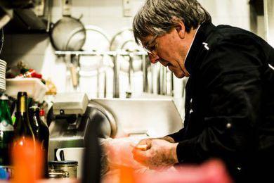 Lo chef Gargioli in cucina