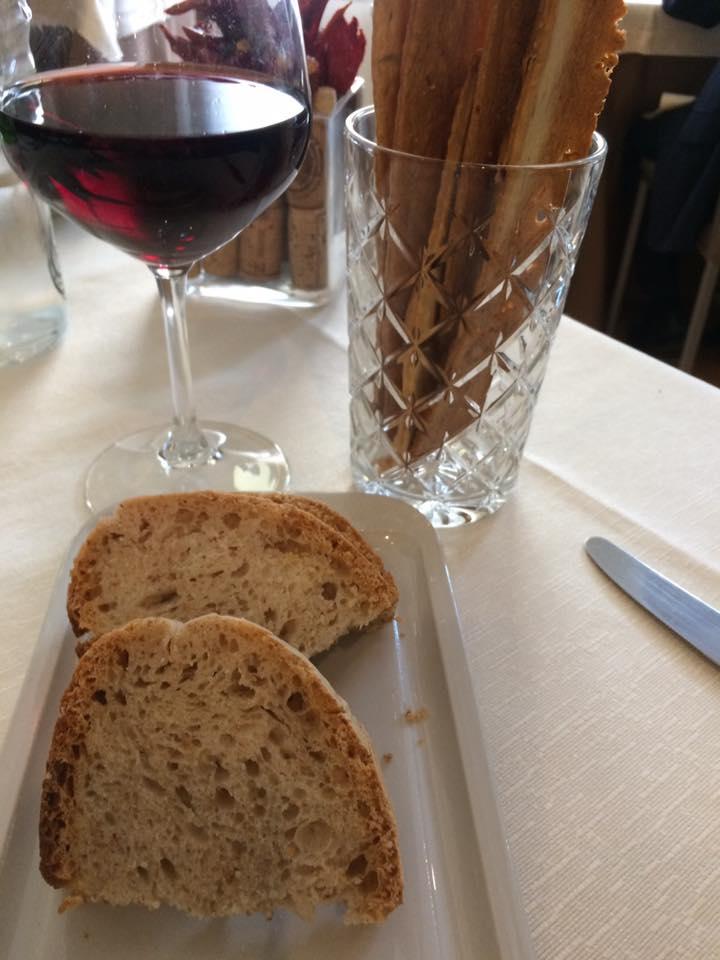 Osteria del Gallo e della Volpe, pane e schiacciata al rosmarino