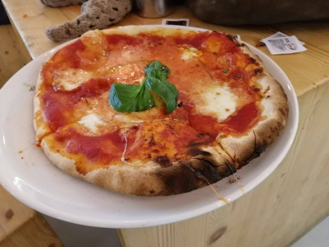 Pizza margherita Capodichino
