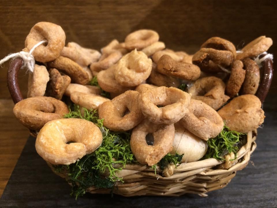 Taralleria Napoletana, il cestino dei taralli del presepe