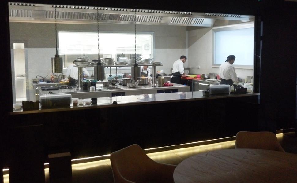 Tavolo con vista su cucina - Hackert