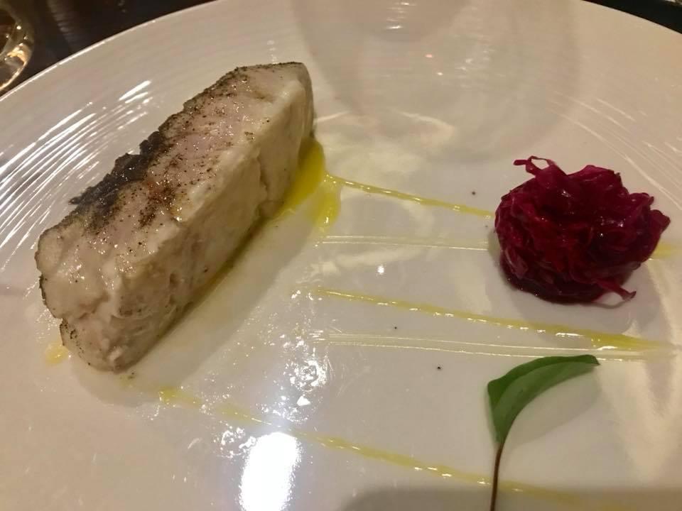 Palazzo Petrucci - Trancio di pesce con pelle ricostruita e rape rosso marinate