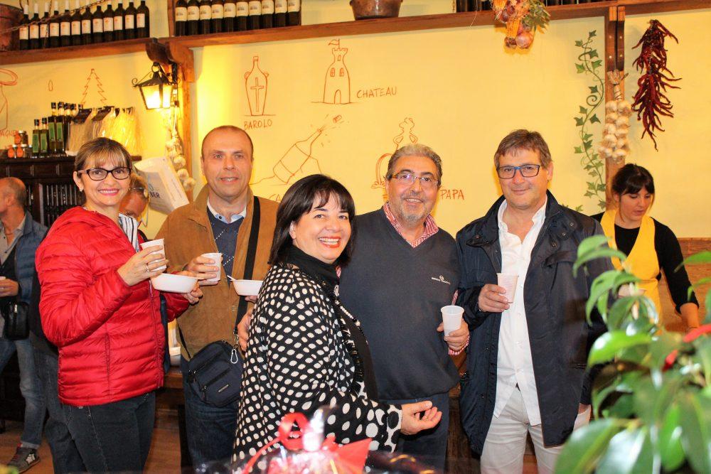 La Baccaliata III – Antonio Ruggiero con amici al brindisi
