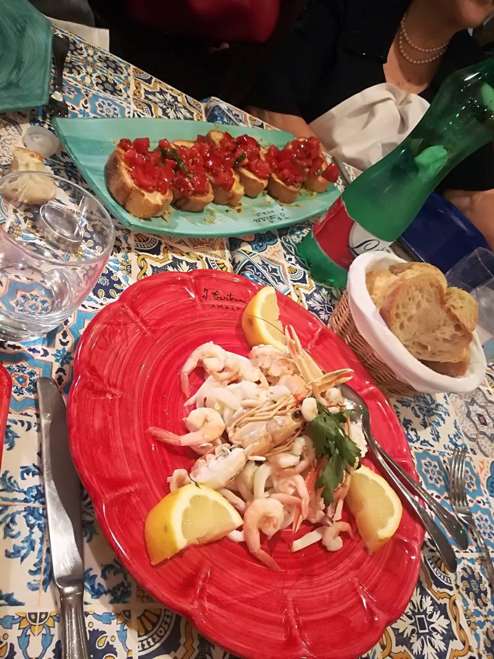 Trattoria Dei Cartari - L'insalata di mare e la bruschetta