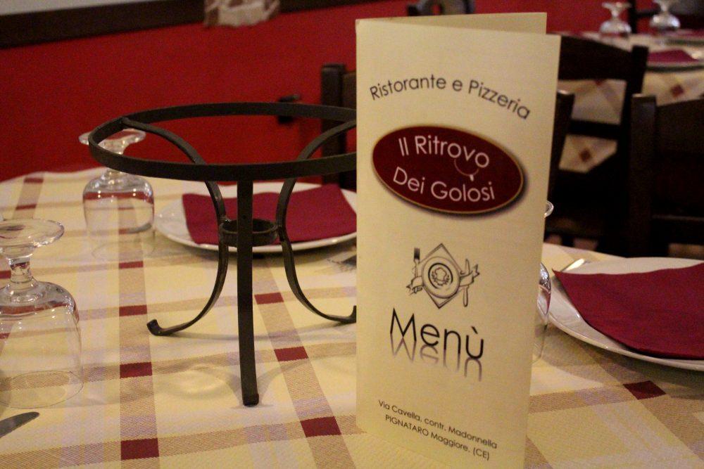 Il Ritrovo dei Golosi – il menu' e il supporto porta pizza