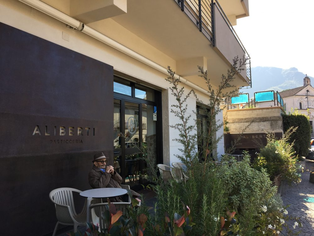Aliberti - La pasticceria dall'esterno