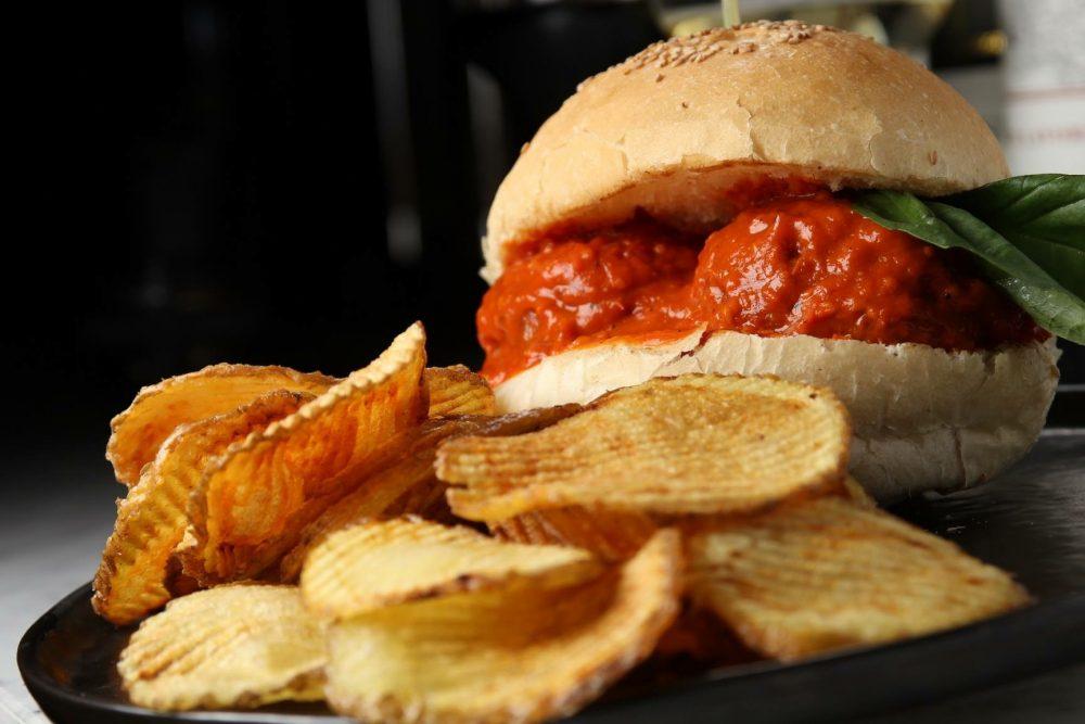 Bradoburger - panino con polpette al ragu'