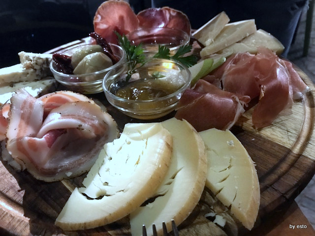 Daniele Gourmet il tagliere dei formaggi e dei salumi
