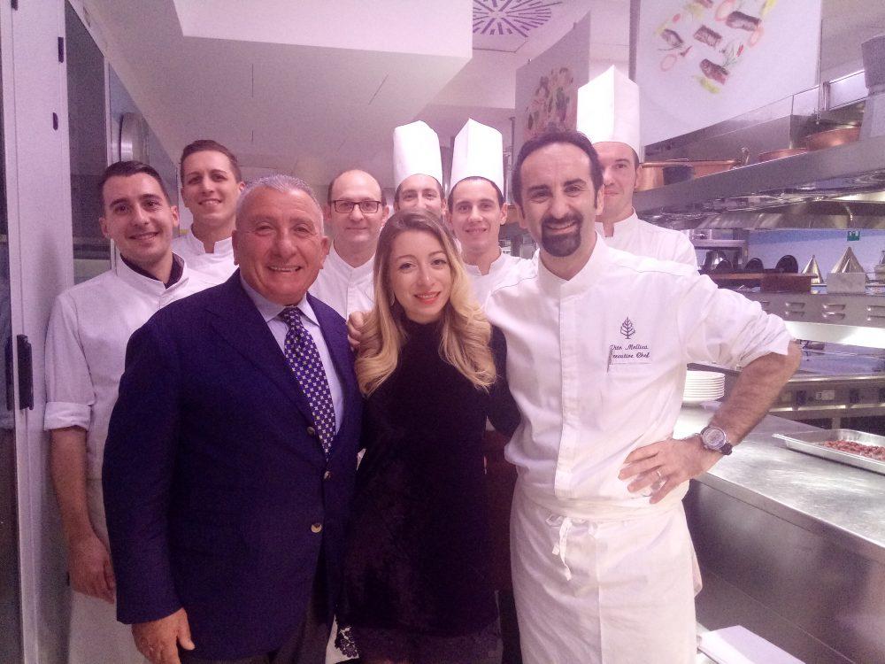 Four Seasons Hotel Milano Paolo ed Isabel Montrone con lo chef Vito Mollica e la sua brigata