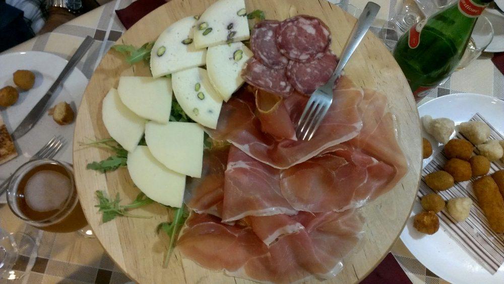 Il Ritrovo dei Golosi – il tagliere di formaggi e salumi