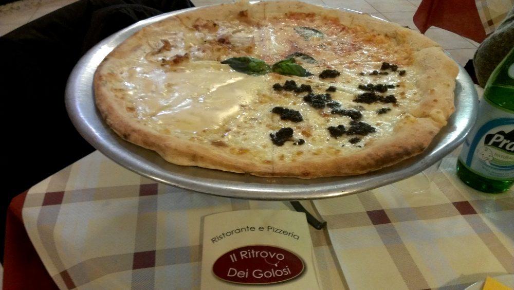 Il Ritrovo dei Golosi – pizza americana sul supporto a tavola