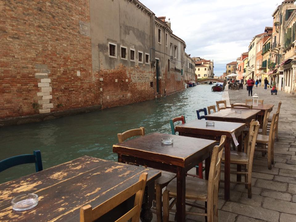 Paradiso Perduto, i tavoli sul canale