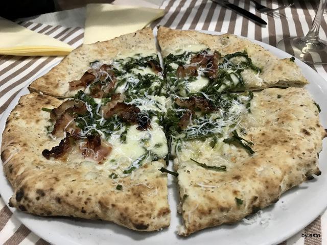 PizzaArt pizza con asparagi selvatici