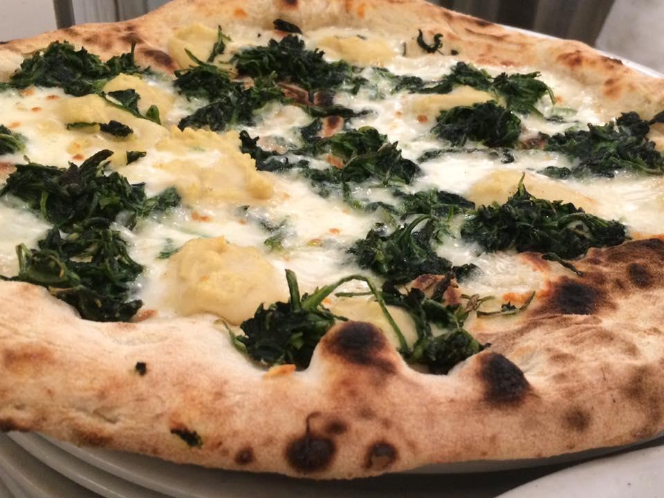 Pizzeria Grigoris, erbette e crema di fave