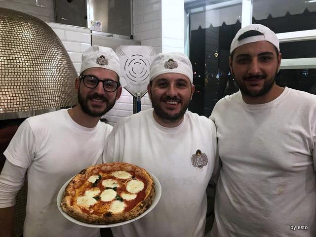 Pizzeria Oro Bianco Antonio Maraucci con la squadra Daniele rotondo e Pasquale Sorrentino