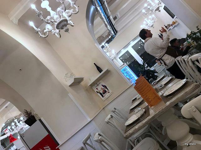 Pizzeria Oro Bianco Salvatore il cameriere in sala
