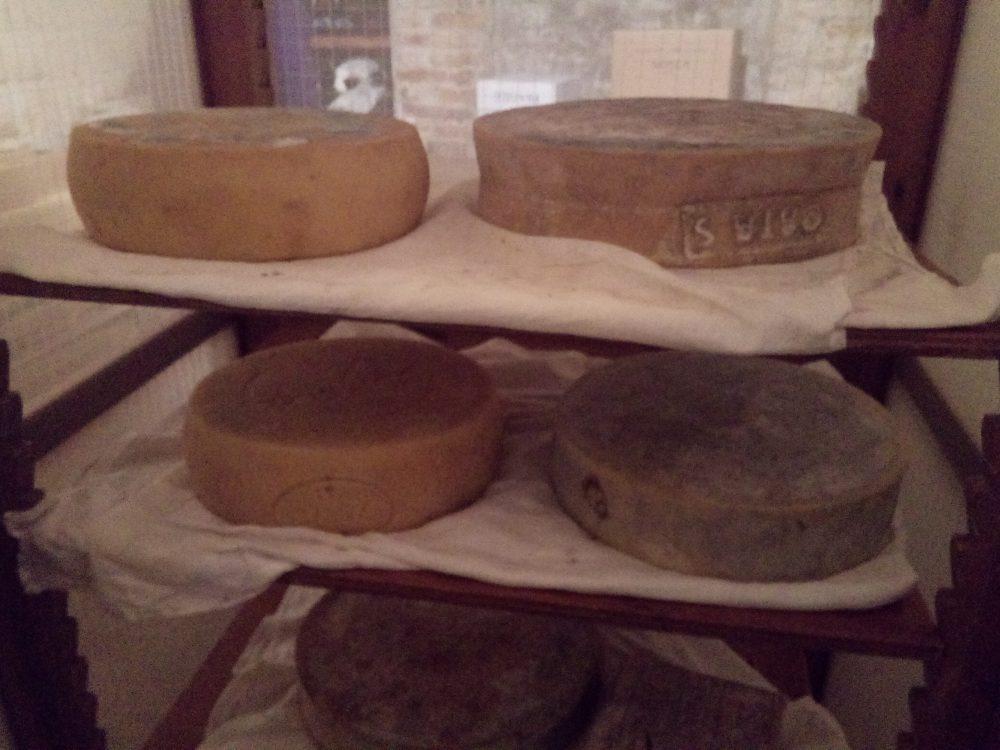 Ristorante La Piana, Forme di formaggio a stagionare