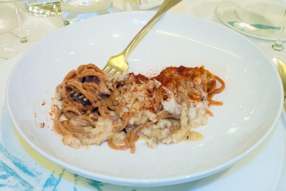 Romano, Spaghetti alla chitarra al peperone Crusco con cicale e ostriche