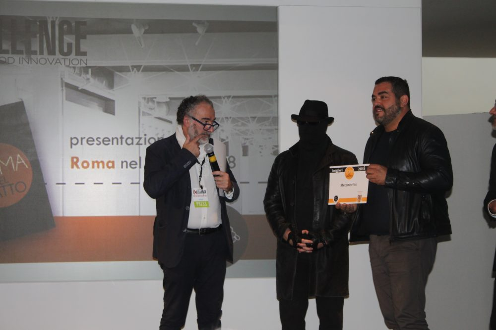 Un momento della premiazione di Roma nel Piatto con Roy Caceres del Metamorfosi