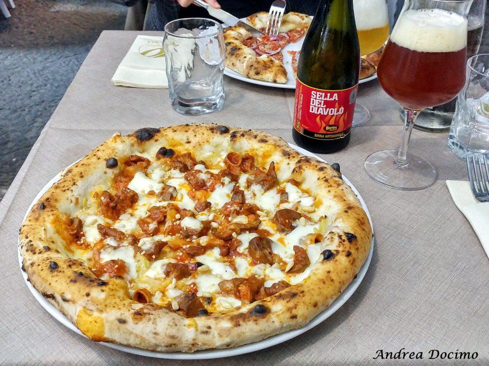 Viaggio al centro del Soffritto a Napoli e in Campania. La pizza con il soffritto di 10 Diego Vitagliano abbinata alla Sella del Diavolo di Barley