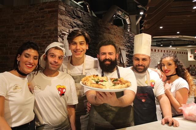Vincenzo Capuano insieme allo staff di Capvin da Eataly