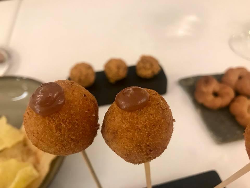 Piazzetta Milu', amuse bouche - bon bon di provolone de monaco, taralli, roche' di fegatini