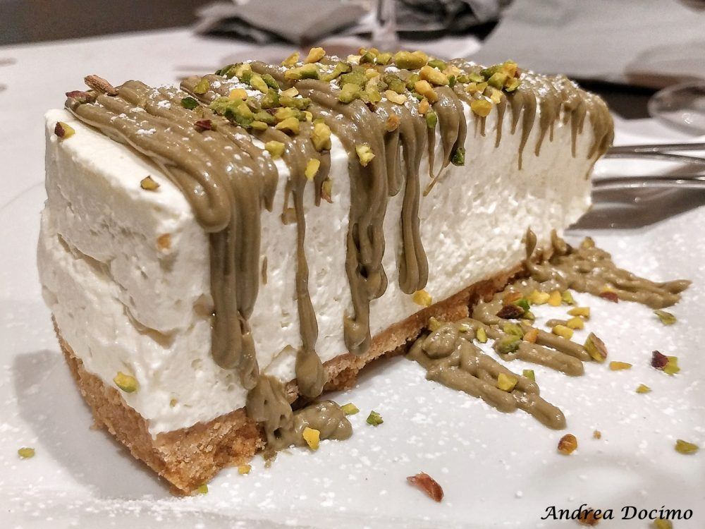 12 Morsi in via Alabardieri a Napoli. Cheesecake al pistacchio
