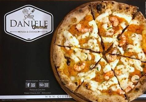 Pizza d'autore - Zucca, gamberi, salvia e bottarga di tonno