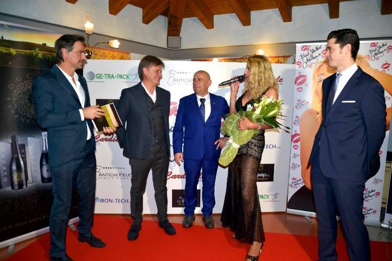 Da sx Beppe Convertini, Salvatore Di Sarli, Carmine Cardinale, Valeria Marini, Gianluca Prandelli - foto di Luigi Savino