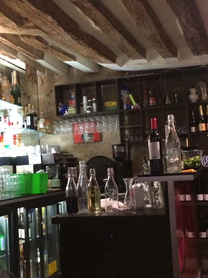 Gai Moulin Bistro, banco bar