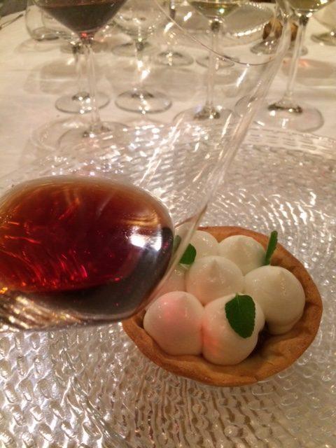 Il Moscato Rosa in abbinamento con una crostata di ciliegie con ricotta
