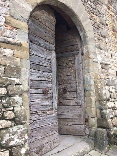 Il portone antico di Castello del Trebbio