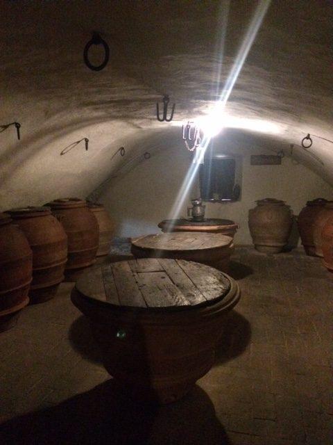 In questi orci si conservava l'olio nei sotterranei del Castello che sono stati nei secoli anche delle prigioni