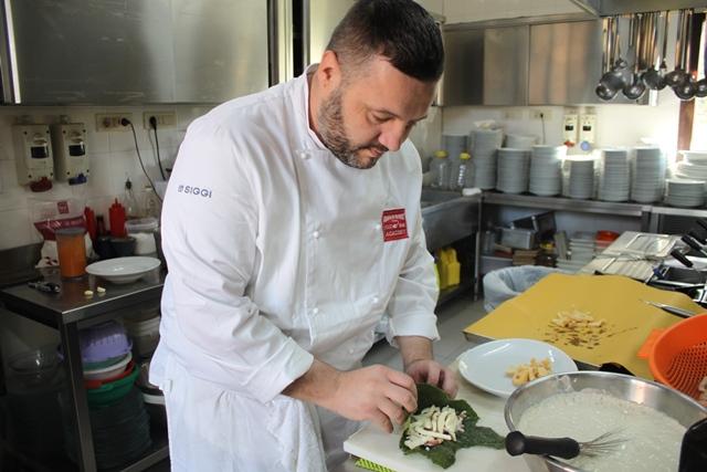 Marco Rufini nella sua cucina