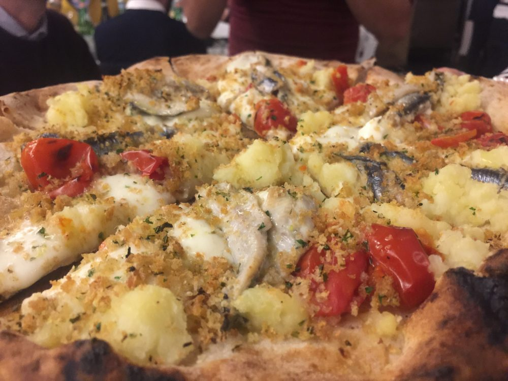 Pizza d'autore - Patate, provola, piennolo ed alici arraganate