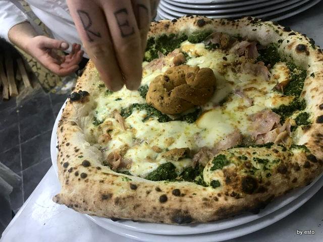 Pizzeria Nonna Ma pizza Fresella con Tarallo salsiccia e friarielli