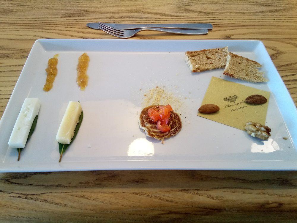 Santomiele - Fico mondato in degustazione con formaggio e marmellata cilentani