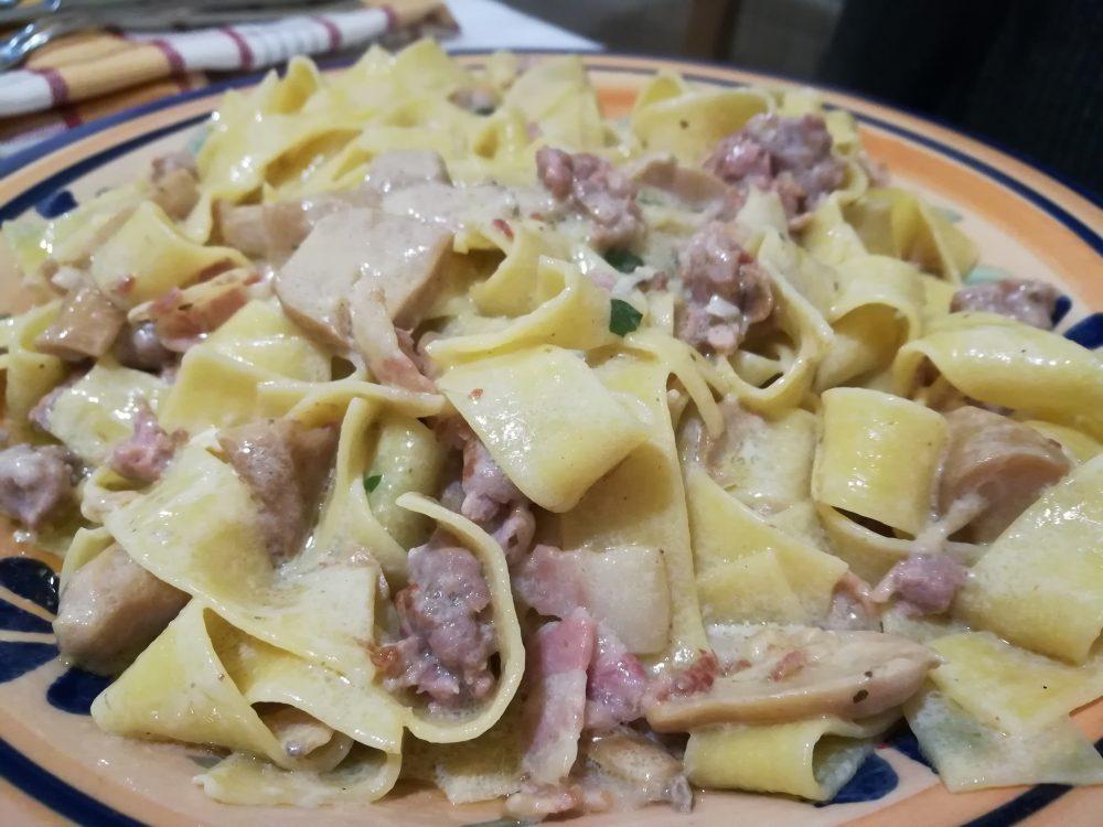 Trattoria Bizzarro - Pappardelle con Porcini, Salsiccia e Pancetta