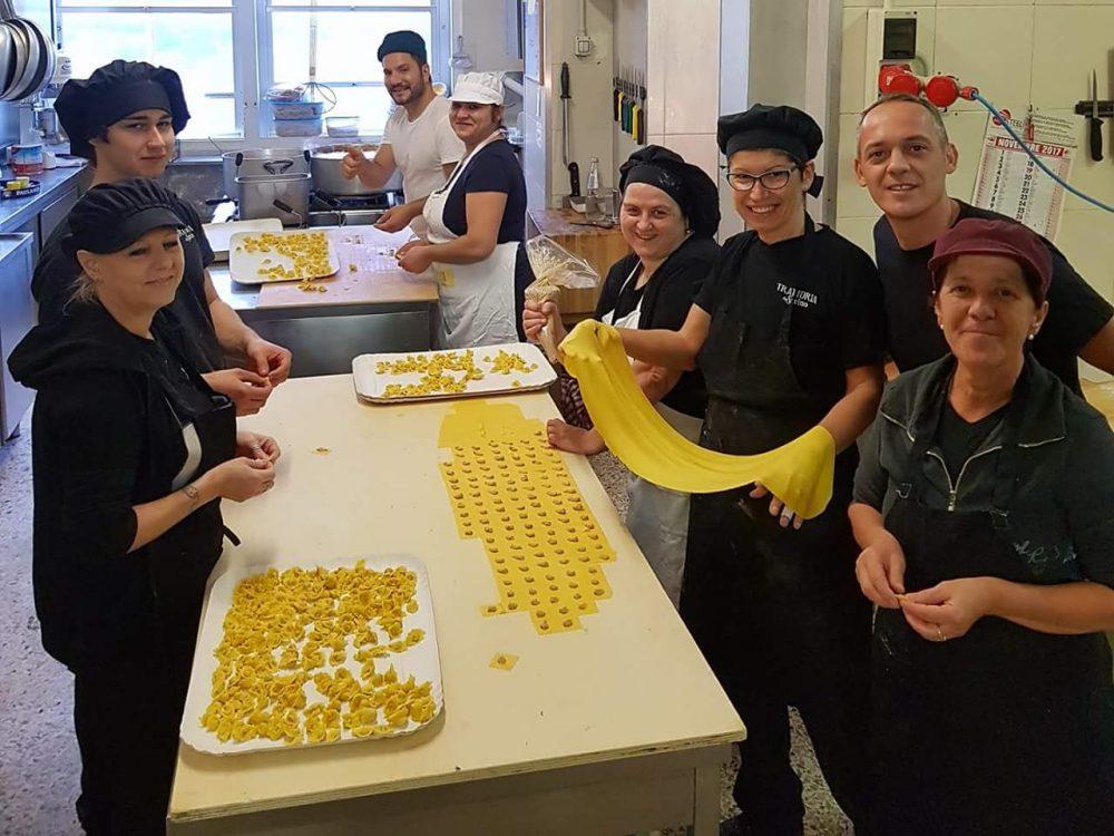 Trattoria da Savino - cucina a tirare la pasta