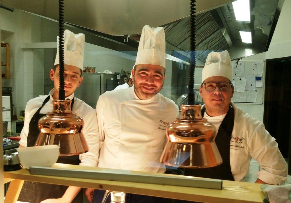 Al centro lo chef Antonio Petrone