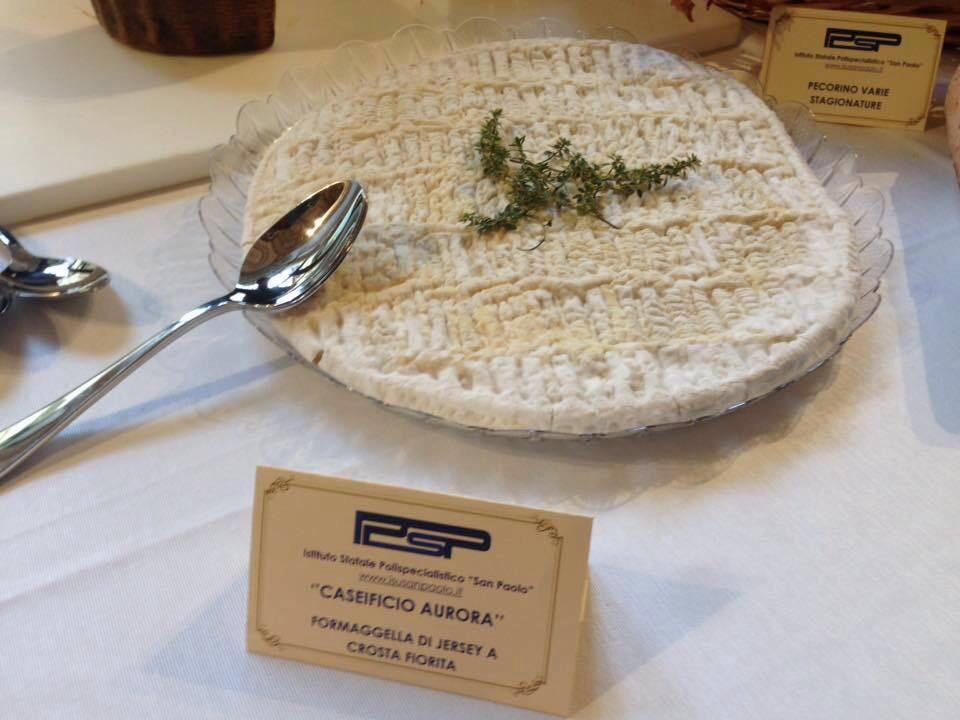 Caseificio Aurora del Mastro casaro Paolo Amato - formagella di jersey