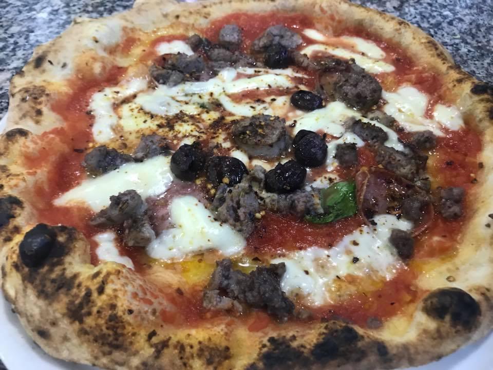 Pizzeria Haccademia, margherita con salsiccie