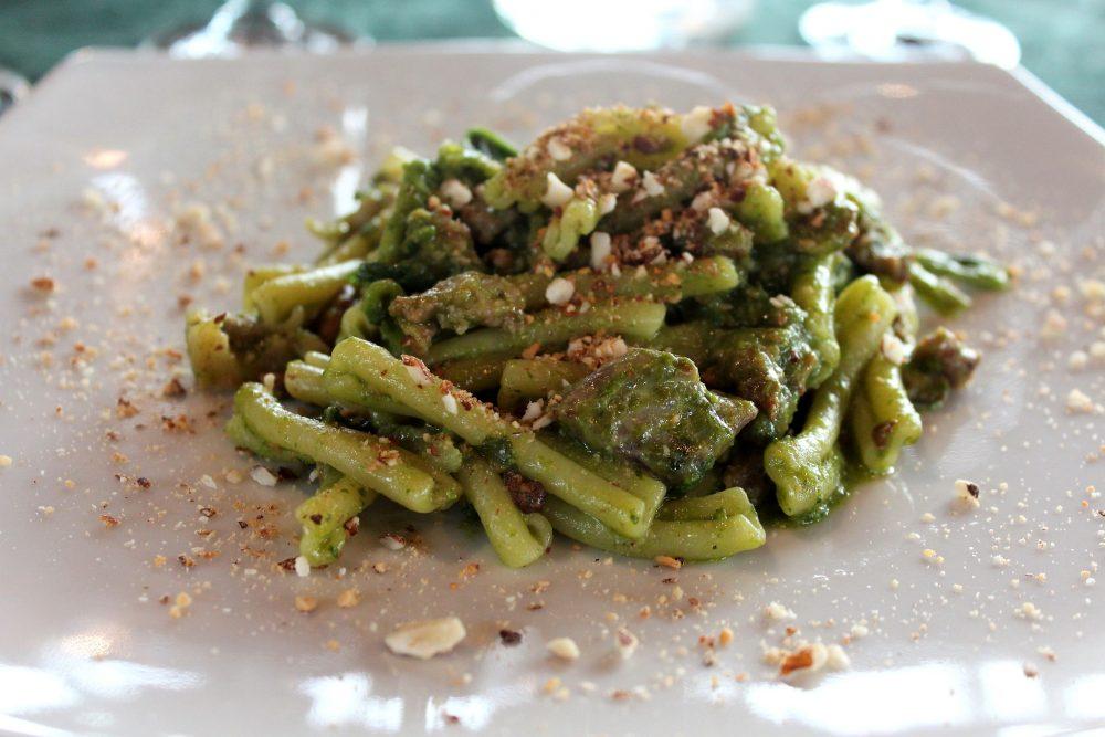 Le Campestre – casarecce con broccoli e pasta di salsiccia, con mandorle tostate