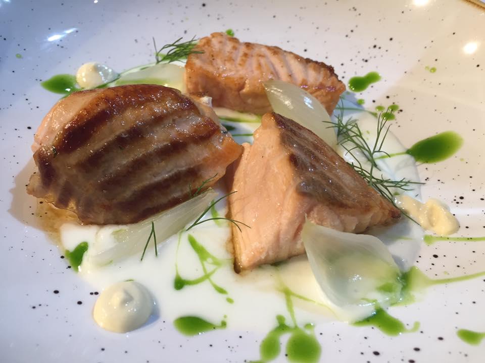 Pescorante 'O Lupino, salmone in salsa di mozzarella e senape