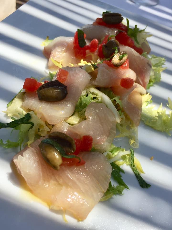 La taverna del mozzo, crudo di pezzogna con olive Salella ammaccate del Cilento