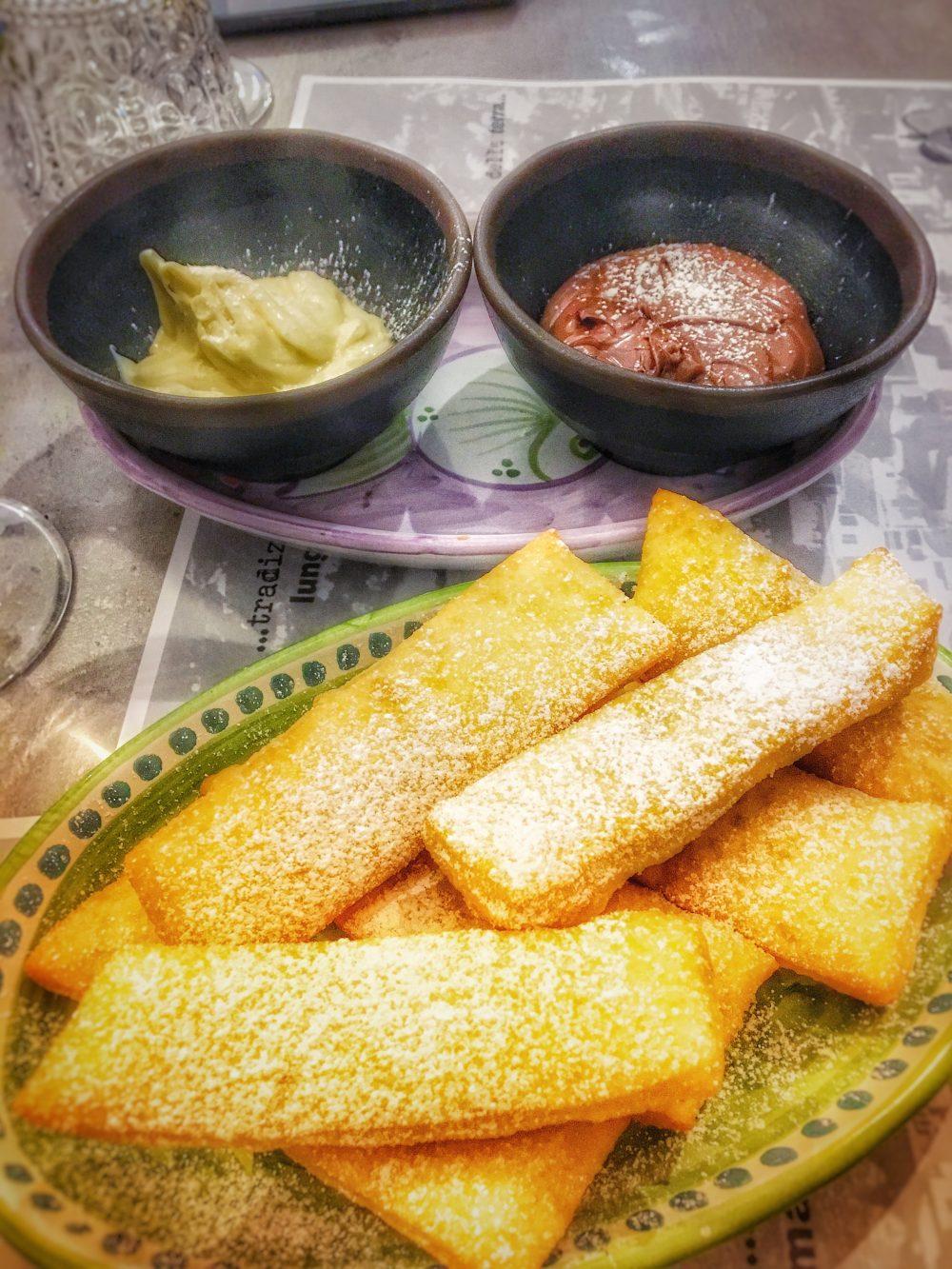 Divina Vietri - Pasta di pizza fritta con crema bianca ed al cioccolato