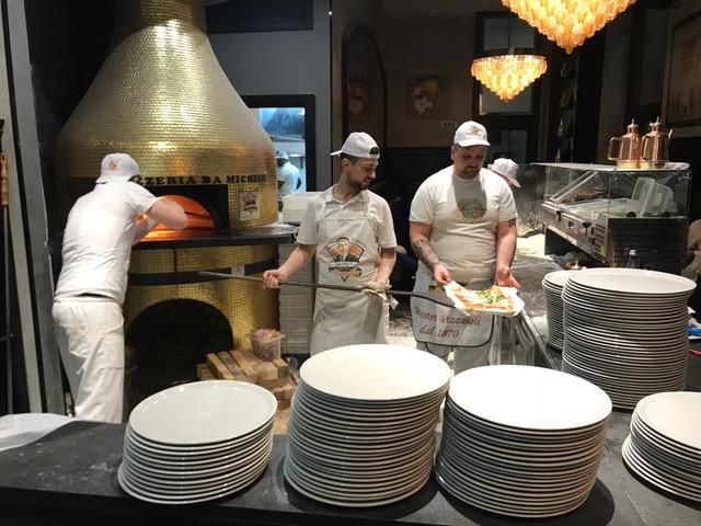L'Antica Pizzeria Da Michele, il forno e lo staff