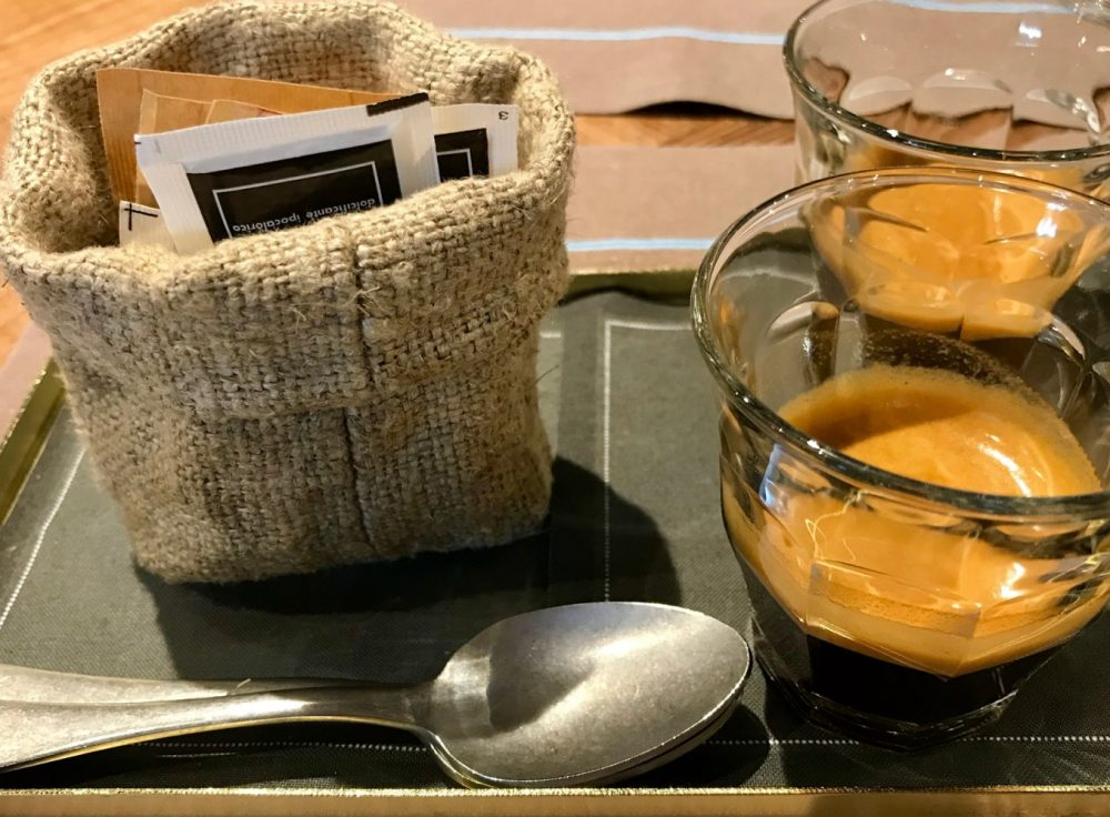 Lipen, il servizio del caffe'